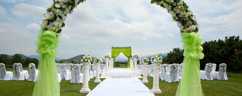dazzling entrances for your wedding ceremony and affair. Black Bedroom Furniture Sets. Home Design Ideas